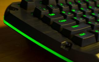 Как включить компьютер с клавиатуры?